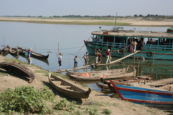 Bagan1 Start van boottocht naar Bagan over de Irrawady Rivier   1720_5967.jpg