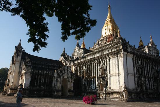 Bagan1 Manuha Paya pagode (1059)   1800_6017.jpg