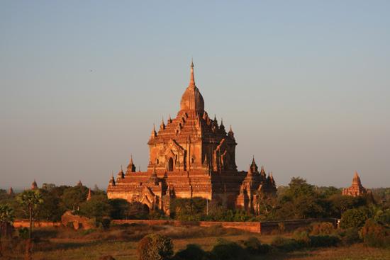 Bagan2 Bagan in het avondlicht    2180_6108.jpg