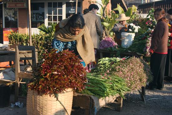 Kalaw2 Kalaw Hill station (1320 m) De bergvolkeren bieden hun goederen aan op de weekmarkt   2790_6714.jpg