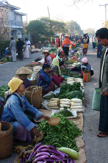 Kalaw2 Kalaw Hill station (1320 m) De bergvolkeren bieden hun goederen aan op de weekmarkt   2845_6745.jpg