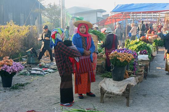 Kalaw2 Kalaw Hill station (1320 m) De bergvolkeren bieden hun goederen aan op de weekmarkt   2850_6731.jpg