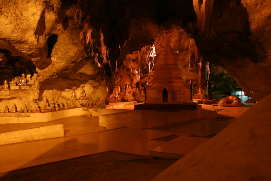 Pindaya Pindaya - De Pindaya Caves Meer dan 8.000 Boeddha afbeeldingen   2856_6819.jpg