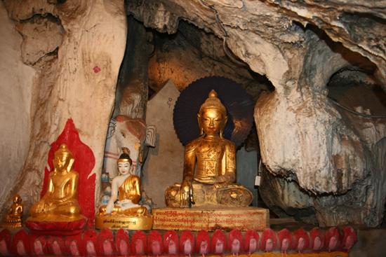 Pindaya Pindaya - De Pindaya Caves Meer dan 8.000 Boeddha afbeeldingen   2858_6824.jpg