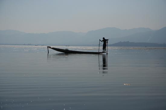 Inlemeer1 Inle lake  Beenroeiers met hun visnetten   2940_7489.jpg