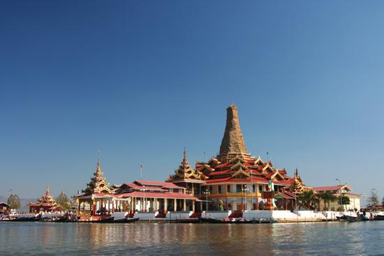 Inlemeer1 Inle lake - Ywama Phaung Daw Oo Paya   3080_7202.jpg