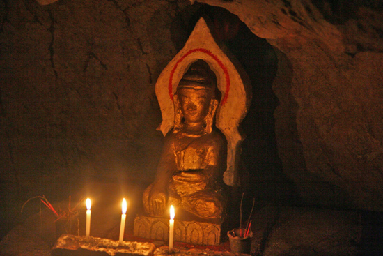 Inlemeer2 Inle meer Htup-Ein Small meditation Cave - meditatiegrot   3610_7692.jpg