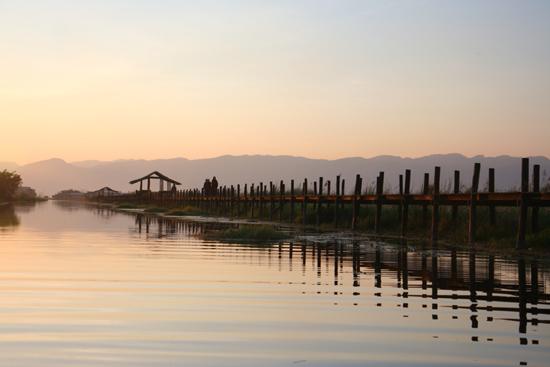 Inlemeer2 Inle meer - Maing Thauk 500 m. lange houten brug   3770_7853.jpg