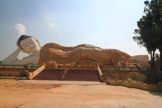 Bago Bago  Naung Daw Gyi Mya Tha Lyaung Liggende Boeddha   3870_8000.jpg