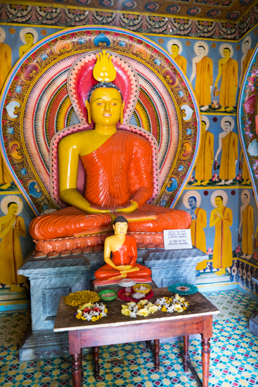 Balapitiya Tempeltje op eiland tijdens boottocht op de Madu rivier-0170
