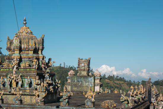 Onderweg naar Nuwara-Eliya Klein tempeltje in de middle of nowhere Heeft ook zijn charme, en zeker minder druk-1860