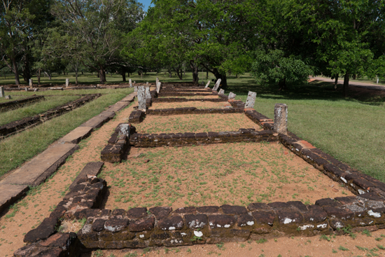 Mihintale - Anuradhapura  Restanten van het oudste hospitaal ter wereld-3140