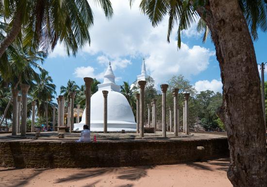 Mihintale - Anuradhapura  Goed voorbeeld om te zien waarom bezoek aan de vele tempels en stupa's toch interessant bleef. Fraaie combinatie van natuur en cultuur-3250