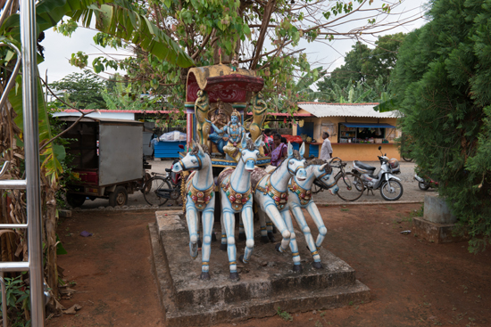 Nallur Kandaswamy tempel  Hindoe tempels: altijd uitbundig uitgedost-3560