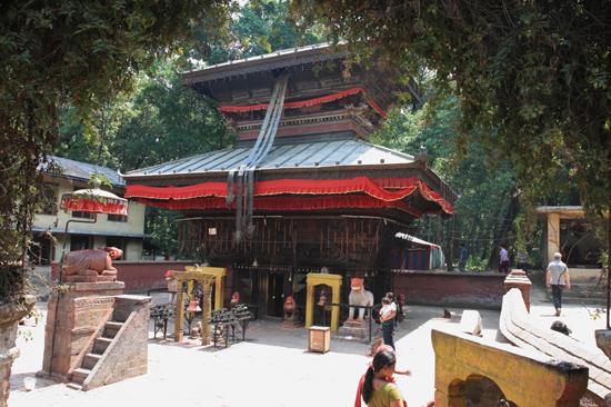 Tempel bij de Vajra Academy in de Kathmandu Vallei-0370