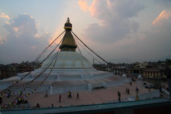 Stupa in Bodhnath tijdens zonsondergang-0550