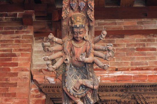 Patan (Lalitpur) Fraai houtsnijwerk in het Koninklijk Pleis - Royal Palace op Durbar Square-0570